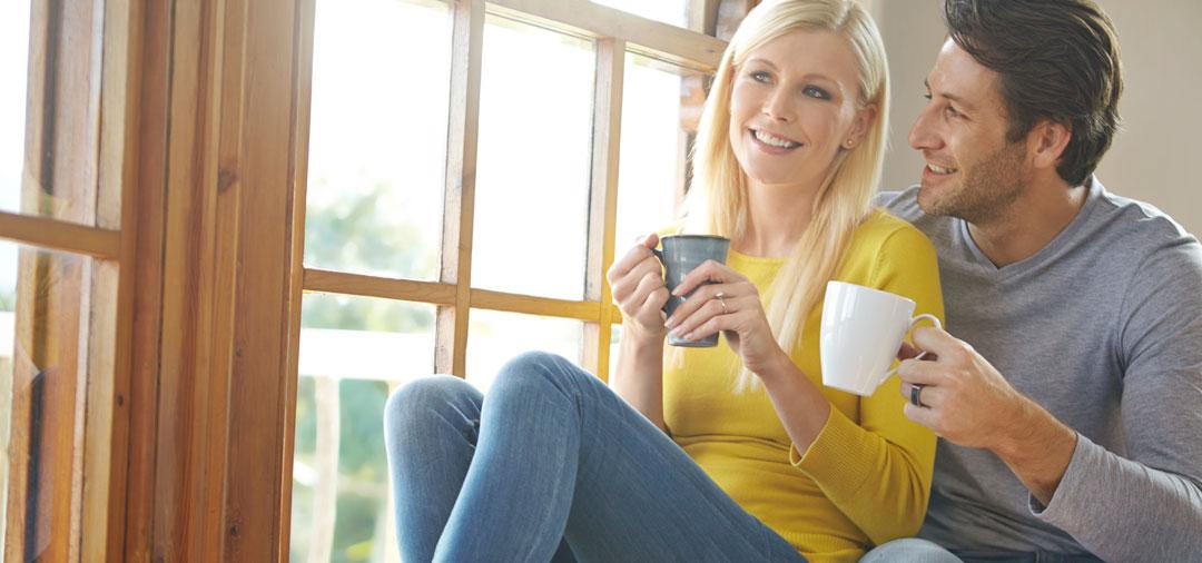 Facade couple coffee
